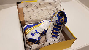 Under Armour Curry Two Gold Rings Size 9.0