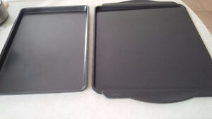 2 Baking Metal Sheets - for sale !
