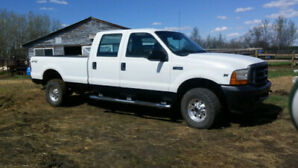 F350 crewcab 4x4 low km 5.4 gas in very nice shape