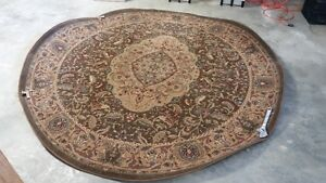 IN KELOWNA. KATHY IRELAND ROUND AREA RUG. ABSOLUTELY GORGEOUS