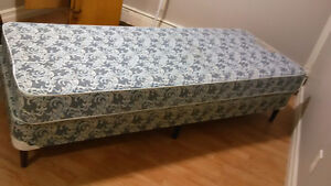Single matress and boxspring with legs