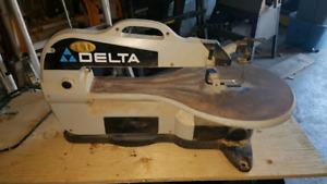 Delta scroll saw with sawdust blower