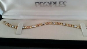 10K Stempeto tri-gold heart bracelet