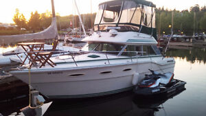 300 Sea Ray Sedan Bridge In Great Working Condition for Sale