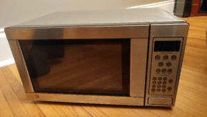 GE 1.1 Cu. Ft. Capacity Stainless Stee Countertop Microwave Oven