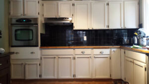 Kitchen cabinets, laminate counter top and appliances