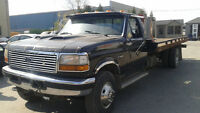 Ford F-550 **TOWING REMORQUEUSE**