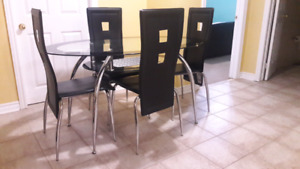 Dining / dinning table and chaires