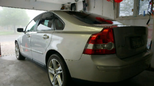 2005 volvo S40 T5. AWD.  Fully Loaded, all options.