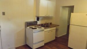 2ND FLOOR BATCHELOR APT(SINGLE OCCUPANCY) AVAILABLE JULY1