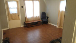 Looking for a roommate ($650 everything include )