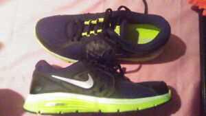 Mens dual fusion nike fitsole sneakers