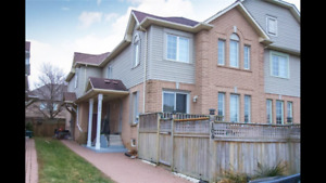 Wow! A nice 3-bedroom townhouse in Waterdown available NOW!