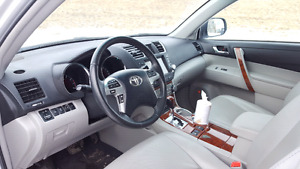 Toyota highlander limited in perfect condition