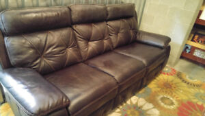 Dual POWER RECLINING Leather Sofa in Excellent Cond.