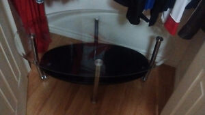 Good condition glass table from Leon's. 160$ obo