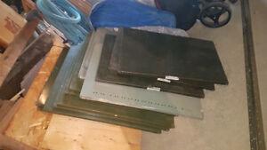 24 tablettes en métal pour rangement ou étagères  (5 $ / chaque)
