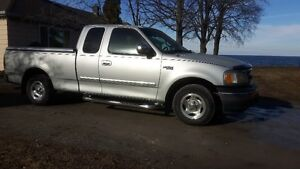 2000 Ford F-150 6 CYL. 6-PASS. *ASKING $2400  (289)659-4121