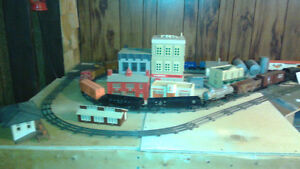 LIONEL TRAIN ENGINES, CARS AND VICTORIAN HOUSES Windsor Region Ontario image 8