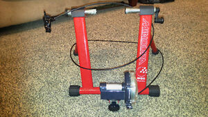 Minoura Indoor Bike Trainer w remote tension adjuster