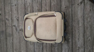 carry on luggage, 2 wheels,great condition-downtown