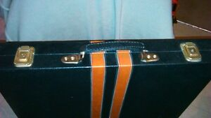 Backgammon set in leather,locking briefcase carrier - large size Kitchener / Waterloo Kitchener Area image 6