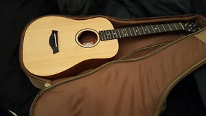 Baby Taylor Acoustic Guitar BT1 - Sitka Spruce / Layered Sapele