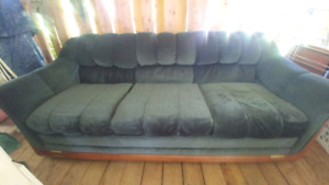 Immaculate couch like new condition pet and smoke free cross pos