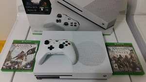 *MINT* Xbox One S + Two Games (Price Firm)
