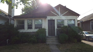 Available Aug 1-Welland Main Floor Of House,2 Bedroom Apartment