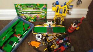 Lego soccer game/mixed Lego and more than 8 mini figures