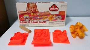 Vintage Play-Doh Bake 'n Cake shop from 1976