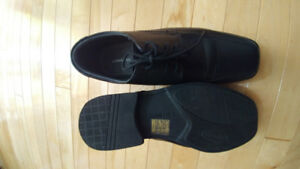Men's dress shoes size 8.
