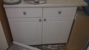 CLEAN AND BEUITIFUL KITCHEN CABINET FOR SALE