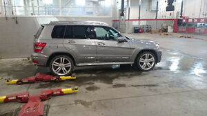 2011 Mercedes-Benz Glk350. Low km's. Excellent condition.