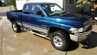 2000 Dodge 2500 * CUMMINS DIESEL TRUCK FOR PARTS **