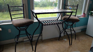 Bar table 2 chairs