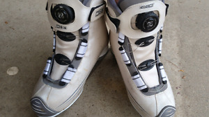 Ladies CCM skates size 7 with BOA system