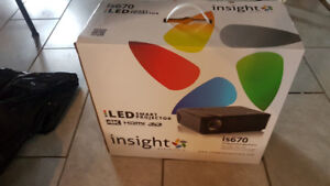 """LED Projector - Infocus is670 3d comp., 4k with 72"""" screen BNIB"""