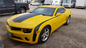 Selling my 2012 chevy camaro 140kms.