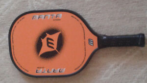 Pickle ball paddle