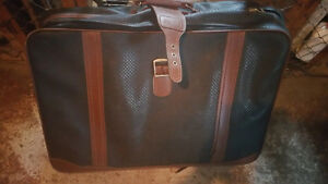 """For sale: Large size """"Skyflite"""" luggage"""
