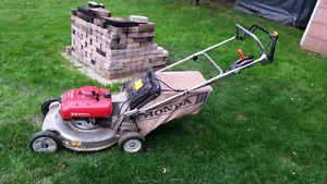 Honda HR215HX Hydrostatic Commercial Lawn Mower