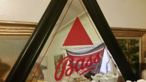 Triangle bar mirror