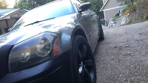 05 Dodge Magnum /Tons of extras