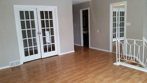 ½ Month Free Rent Beautiful Full Half Duplex Only $1295