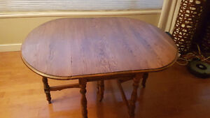 Rare Drop leaf table with 2 leafs inserts