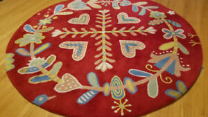 BEAUTIFUL ROUND AREA RUG - 100% WOOL, SOFT, MINT CONDITION