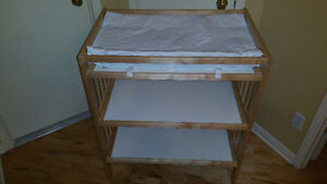 Changing table, oak, with 2 shelves below + Babycare mat, white
