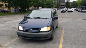 2002 Toyota Sienna propre Camionnette